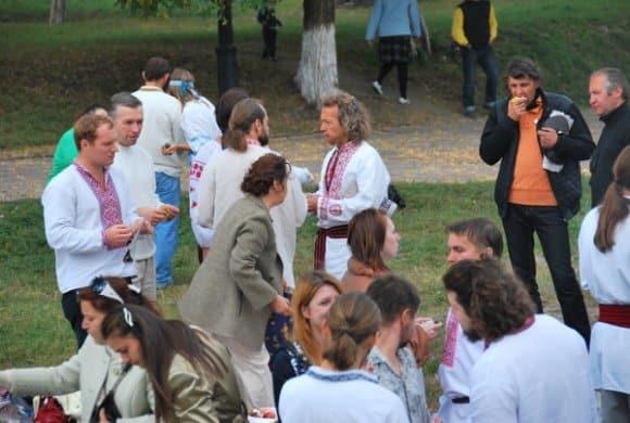 Discussione sulla cultura in un parco di Kiev