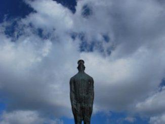 Goccia di pioggia una statua a Kiev