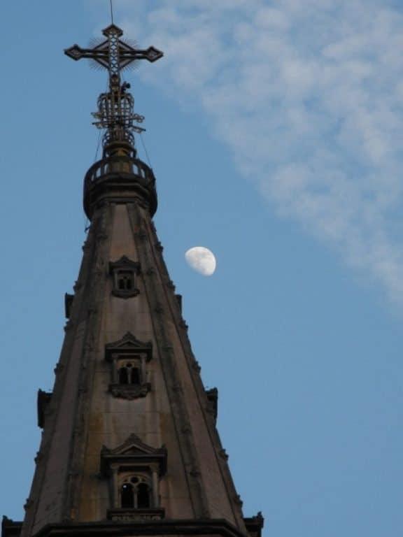 Langhe, the moon