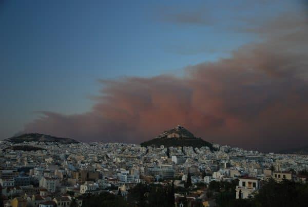 Incendio di un bosco ad Atene