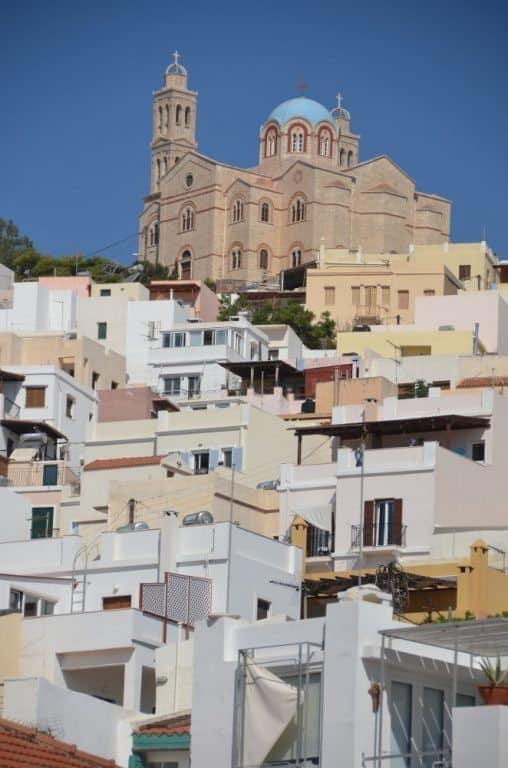 Ermopoli, la città dove vivono persone ordinarie