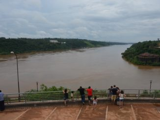 Tre paesi uno di fronte all'altro a Iguazu