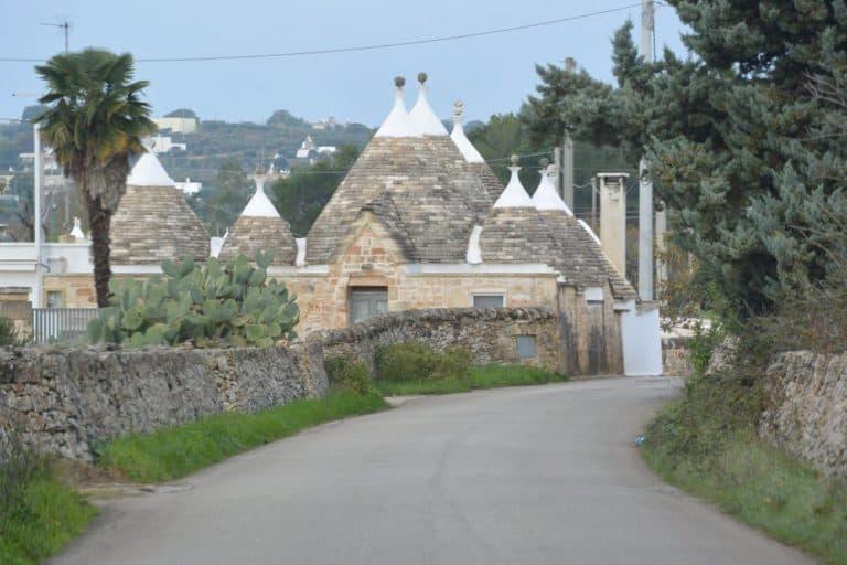 Su una strada di campagna in Puglia