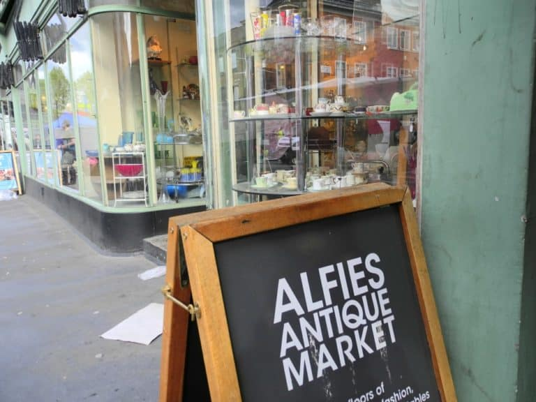 Un mercato antiquario coperto