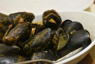 Italy-Sardinia-Alghero-restaurant-Il Pesce D'Oro-mussels soup