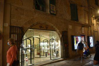 corales-casco-antiguo-tienda-Alghero-Cerdeña-Italia