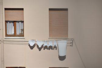 イタリア サルディニア島 アルゲーロ 洗濯物 窓 アパート