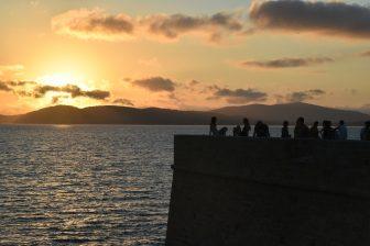 イタリア サルディニア島 アルゲーロ サンセット 人々 海