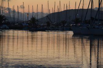 イタリア サルディニア島 アルゲーロ 港 船 リフレクション 日没直後