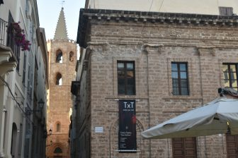 the walking tour in Alghero : the folk costume and the Jewish town