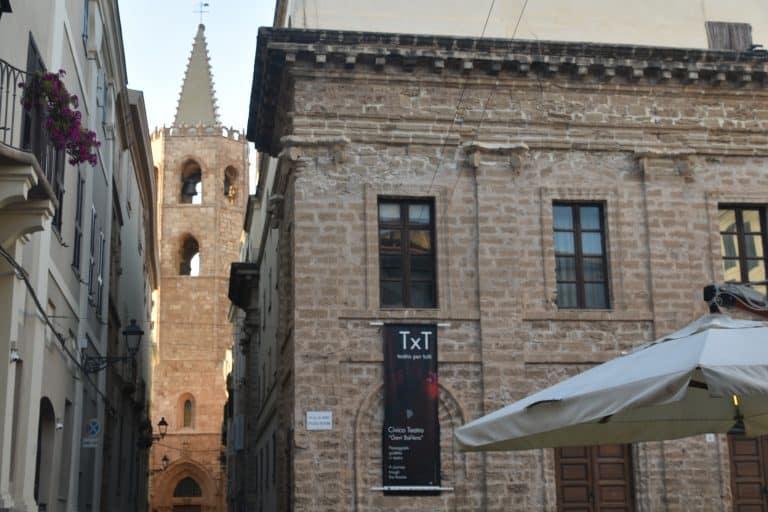 Il giro turistico di Alghero in Sardegna : costumi tipici, il quartiere ebraico