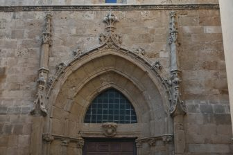 イタリア サルディニア アルゲーロ 大聖堂 鐘楼 入口 彫刻