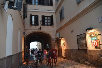 イタリア サルディニア アルゲーロ 海の門 人々