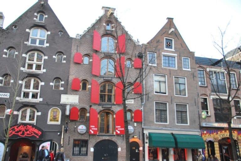 Il famoso quartiere a luci rosse di Amsterdam