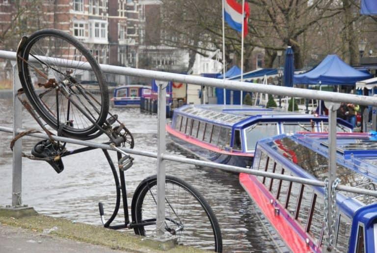 Milioni di biciclette ad Amsterdam