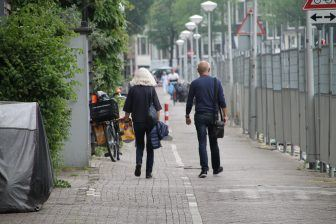olanda-capitale-amsterdam-coppia-passeggio