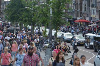 Mentre facevamo foto ad Amsterdam abbiamo mangiato e fatto shopping
