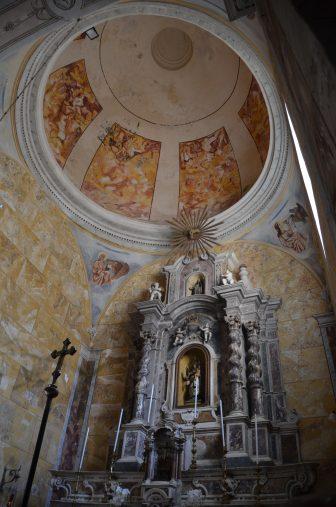 イタリア サルディニア ボーザ Chiesa della Beata Vergine del Carmine 祭壇 ドーム