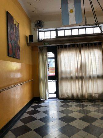 ブエノスアイレス-窓の張り紙 2018年4月