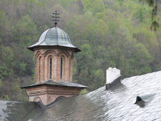 Romania, Cozia Monastery – roof, Apr. 2014