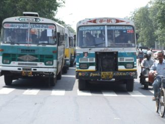 India, Delhi – buses, Sept. 2006