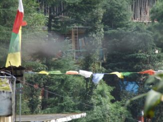 India, Dharamsala – flags and smoke, Sept.2006