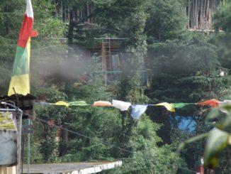 India, Dharamsala – flags and smoke, Sept.2006