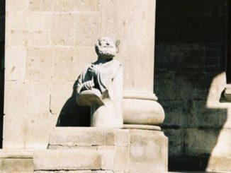 Armenia, Echmiadzin – statue, Autumn 2005