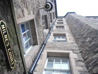 Scotland, Edinburgh – brown windows, 2010