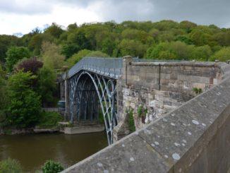 世界初の鉄橋