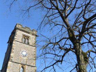 La torre del reloj y la gente