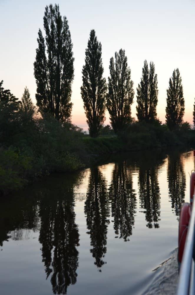 Prendere una barca sul fiume