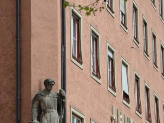 Germany, Munich – statue at the corner, May 2013