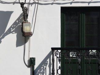 Spain, Getxo – lamp and shadow, May 2014