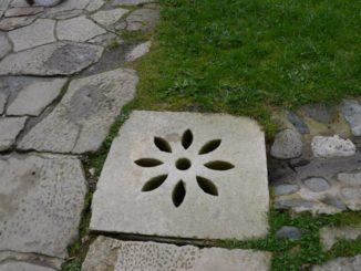 Romania, Horezu – manhole, Apr.2014