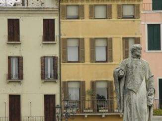Italy, Padua – buildings and statue 2011