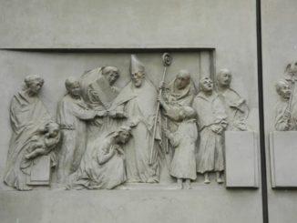 Italy, Padua – carvings of door 2011