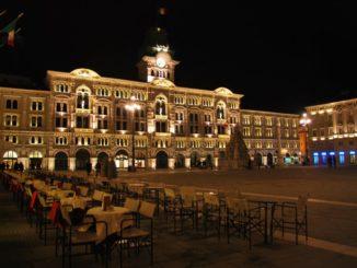 Trieste, La piazza dove il panorama notturno è meraviglioso