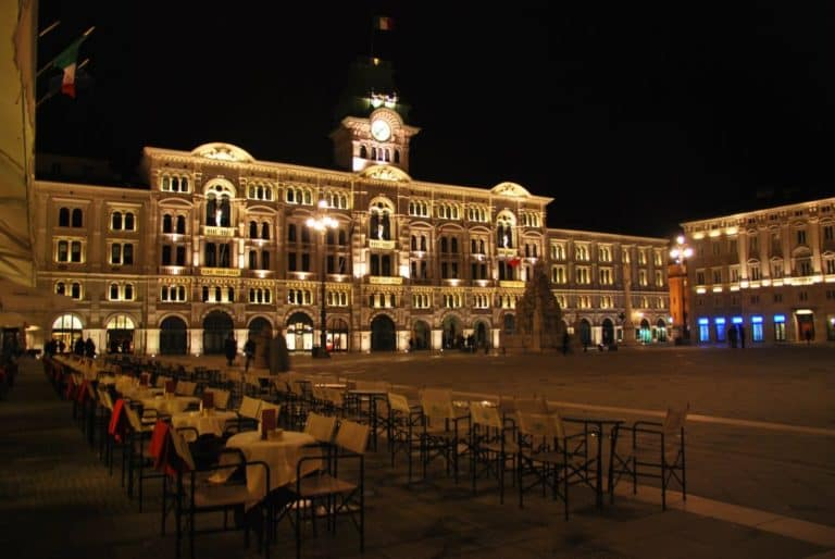 The square where the night view is gorgeous