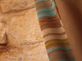 イタリア、アルベロベッロ-トゥルッリのカーテン 2013年4月