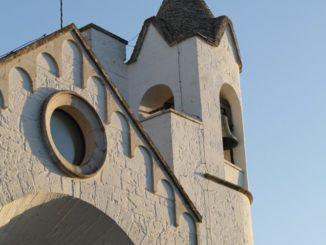 イタリア、アルベロベッロ-トゥルッリ教会 2013年4月