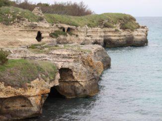 イタリア、プーリア沿岸-土地と海の洞窟 2013年4月