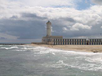イタリア、プーリア沿岸-灰色の日 2013年4月
