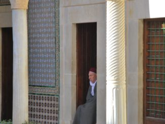 Tunisia, Kairouan – barber, Dec.2008