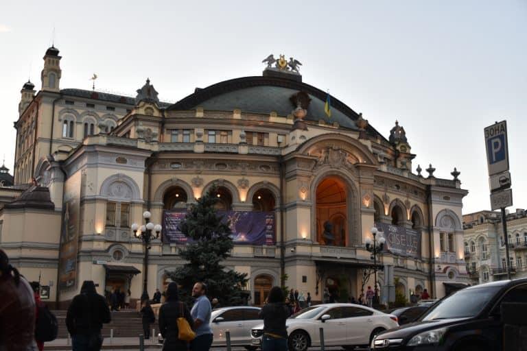 オペラ劇場でバレエ