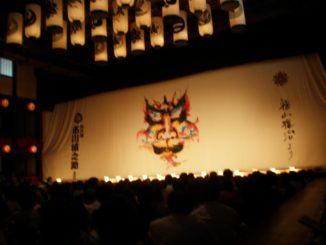 歌舞伎を見る