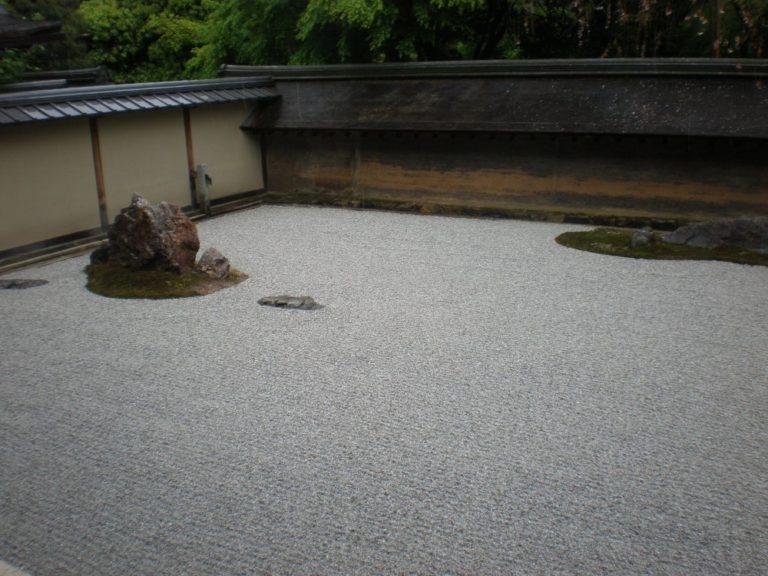 禅の「庭」で黙考する