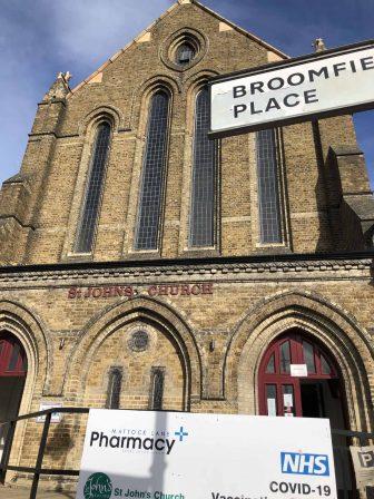 iglesia-Ealing-Londres-Covid-19-vacuna
