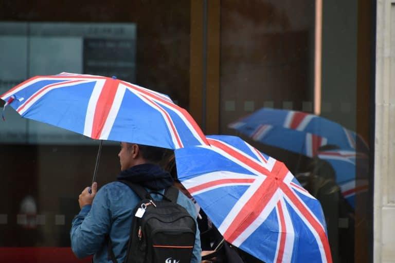 Scattare le foto di una Londra sotto la pioggia