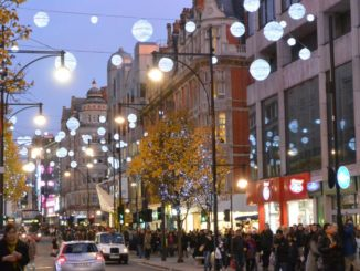 England, London – Xmas, crowd, 2011